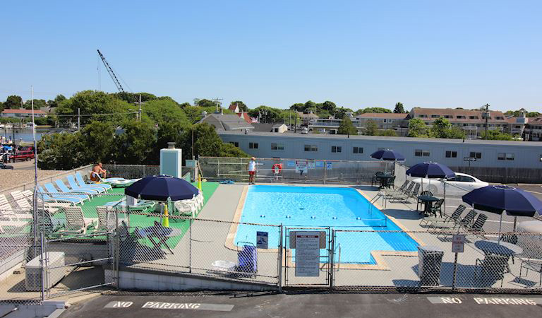 Hyannis Holiday - Outdoor Pool